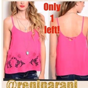 ⚠️only 1 left⚠️5⭐️ rated Bright pink cut out top